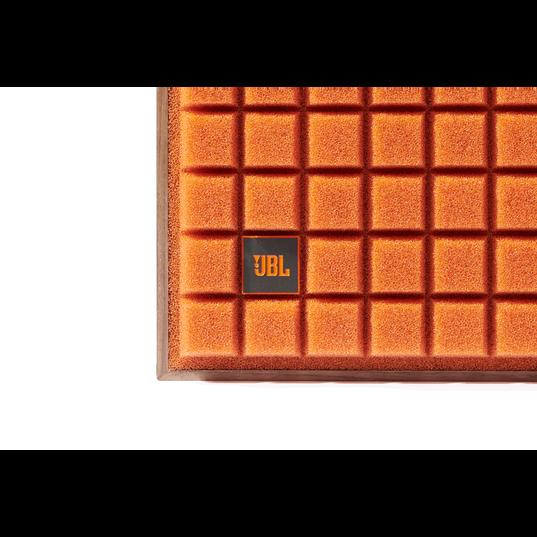 "L82 Classic - Orange - 8"" (200mm) 2-way Bookshelf Loudspeaker - Detailshot 1"