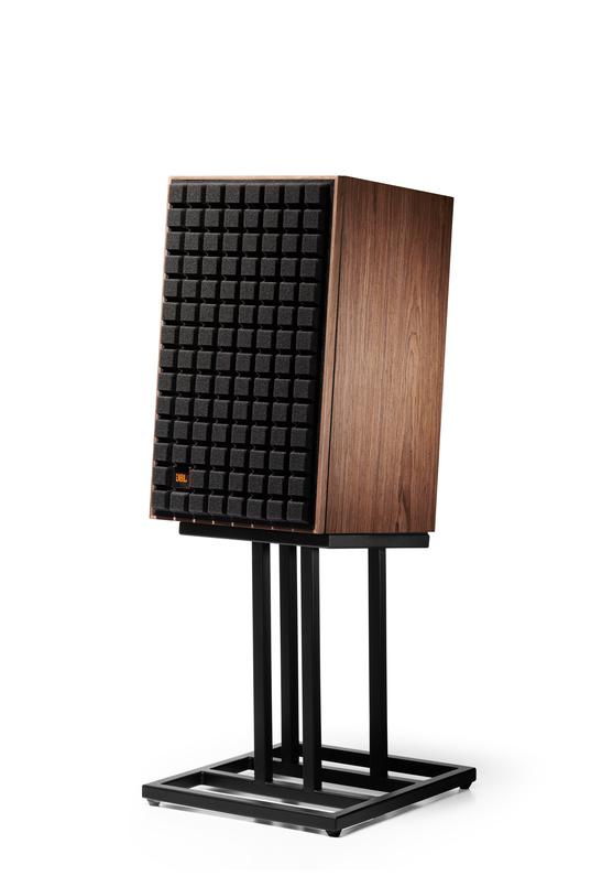 """L82 Classic - Black - 8"""" (200mm) 2-way Bookshelf Loudspeaker - Hero"""