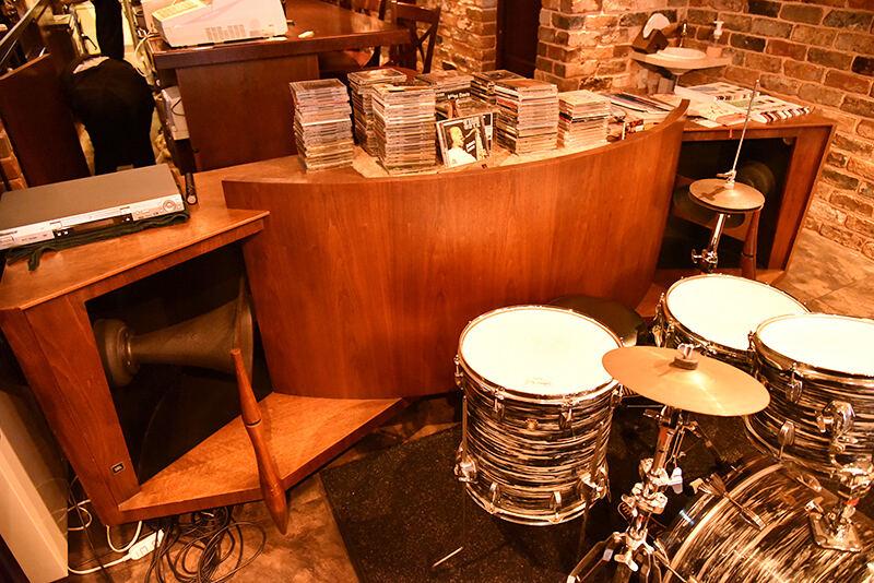 JBLが聴ける店・名古屋・中村区 Jazz & Cafe BASSLINE 02